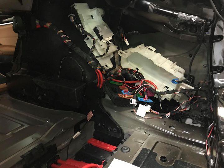 Doposażenie BMW G30 520d o kamerę cofania_3