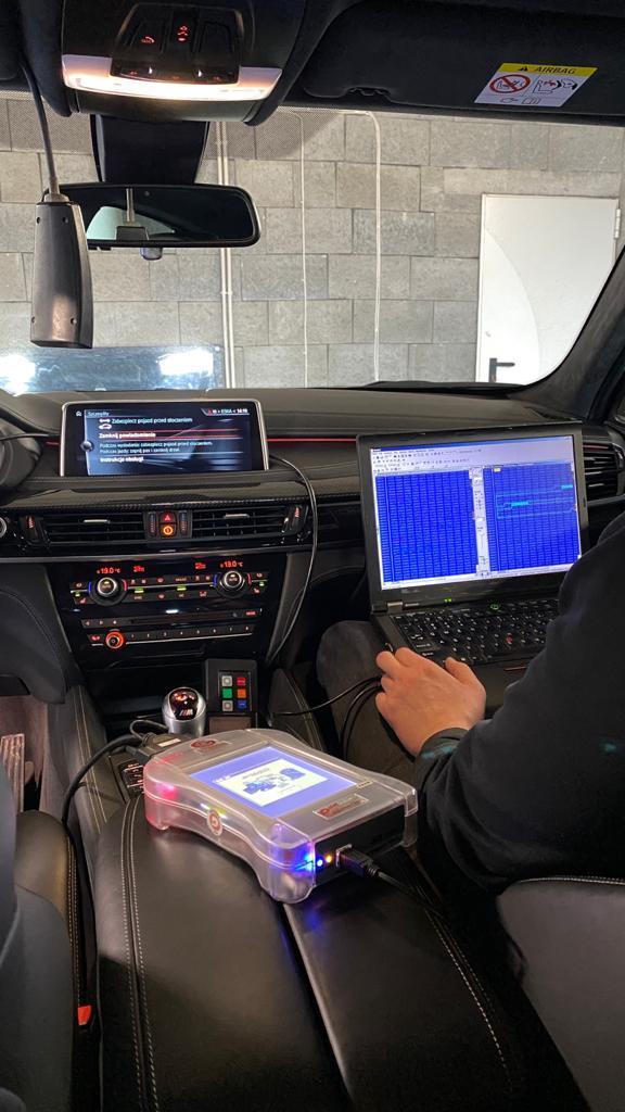 Chip Tuning BMW - Wprowadzenie i zapisanie stosownych zmian w kod programu sterującego pracą silnika