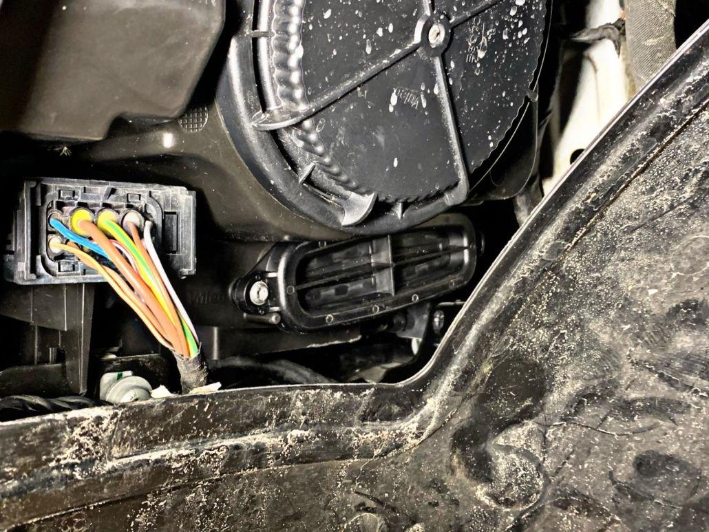 Montaż kaset TMS oraz indywidualne kodowanie modułu FEM w BMW M235i