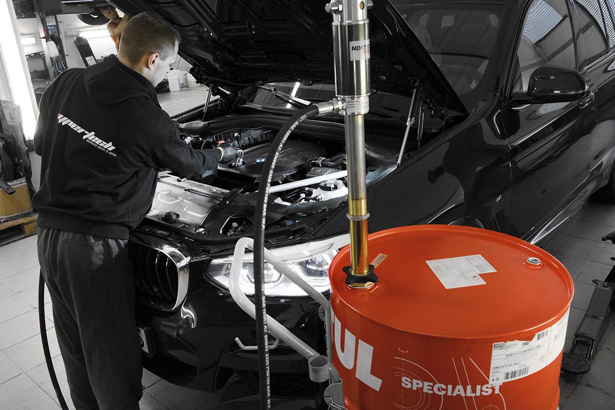 Wymiana oleju silnikowego BMW